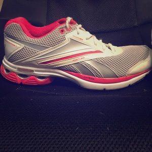 Size 9 Reebok women's athletic shoes